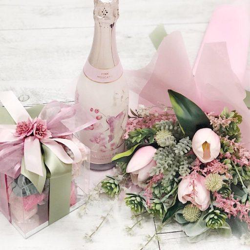 Spoil Mum Deluxe Hamper in Pink